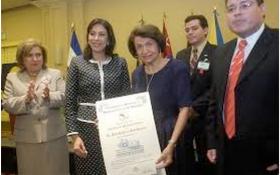 Obituario sobre Dra. María Gladys de Mena Guerrero